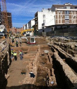 Aparición de restos arqueológicos en el tramo de El Perchel y paralización de las obras.