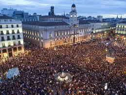 15M La ciudadanía en la Puerta del Sol exigiendo la regeneración política, económica y ética