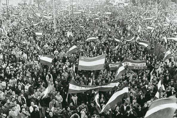 4 Diciembre 1977, la cabecera de la manifestación en Málaga, sin saber que la policía había roto la misma y disparado contra manifestantes que iban detrás