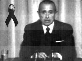 En la Espala a que nos ha retrotraído el PP, Carlos Arias Navarro, comunicando en TVE la dimisión de Ruiz Gallardón