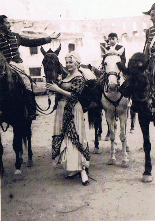 anita ekber y el niño a caballo
