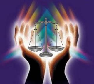 Las manos de las gentuzas que imparten justicia, como así descalifica el prepotente Rodriguez y que ahora le esperan
