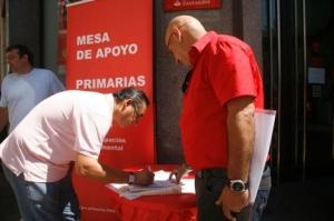 Protesta en el mismo centro de Málaga, calle Larios, recogiendo firmas para que se celebraran primarias en el PSOE frente a su prohibición. Agosto 2010
