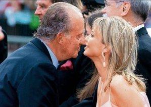 El Rey besando a Coriina