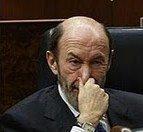 Un agotado, Alfredo Pérez Rubalcaba, que prefiere taparse la nariz antes que oler el impresentable pucherazo que pretende Griñán con sus primarias exprés