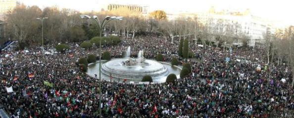 La manifestación del 23F cubriendo la plaza de Neptuno