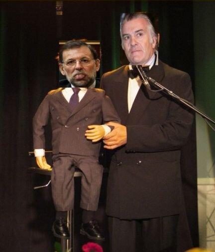 Rajoy, no puede seguir gobernando cuando es un títere, cómplice y corrupto, en manos del capo Bárcenas