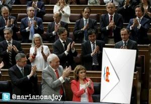 Todo lo que envuelve a Rajoy huele a escándalo de  sobres