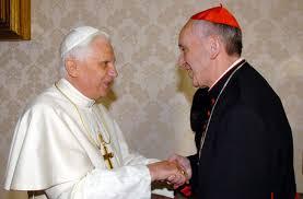 El papa Emérito Benedicto XVI con el flamante papa, Francisco I