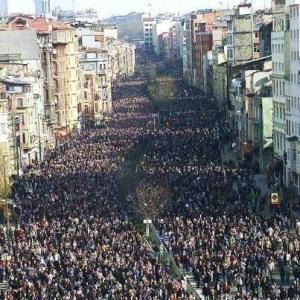 Domingo, 3 de Marzo, 2013, así recibió de indignado el pueblo portugués a la troika