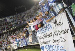 La eufórica afición con el Málaga CF y deprimida por la marcha de la economía