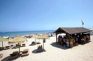 Chiringuito en playa caribeña