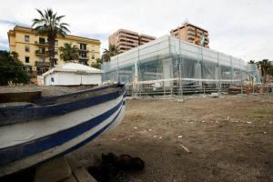 ¿O este otro? Chuiringuito en construcción en la playa La Caleta de Málaga capital