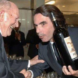 Aznar, en la famosa recogida del premio vinícola en Valladolid