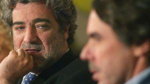 Miguel Ángel Rodríguez, exportavoz del Gobierno, junto a Aznar
