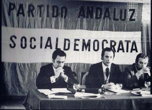 Fresentación del Partido Andaluz Socialdemócrata, Frco de la Torre, el cordobés Arturo Moya y el almeriense Soler. Foto de Rafael Díaz.