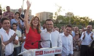 Susana Díaz, con Heredia, el gran timonel de los socialistas malagueños, que desde que llegó no gana unas elecciones. Al fondo a la derecha su ínclito, Francisco Conejo