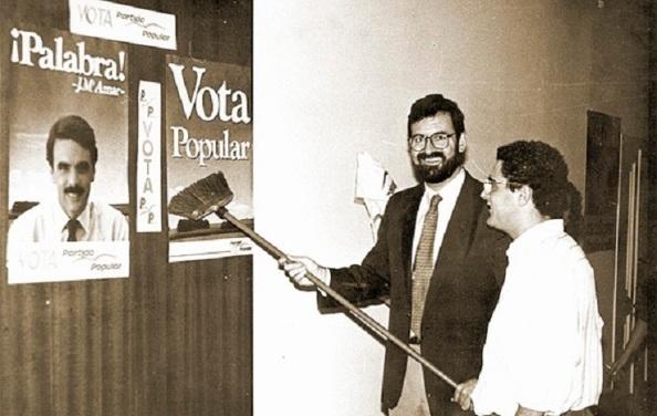 Rajoy carteles Aznar