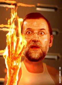 La mano achicharrada de Rajoy, de tanto ponerla en el fuego por los corruptos