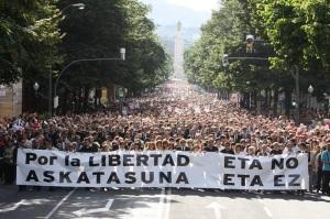 Manifestación contra ETA en Euskadi. Su aislamiento social era ya total