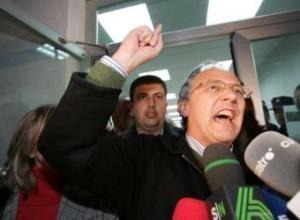 El alcalde de Alhaurín el Grande, echando sapos contra ZP, la policía y la justicia.