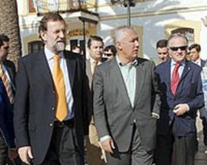 """RAjoy visitando Marbella junto a Javier Arenas. Enero 2007.  Rajoy dijo:  """"Hay leyes para luchar contra la corrupción urbanística, aunque """"lo importante es aplicarlas"""". Luego cuando se aplicó con el alcalde de Alhaurín todo el PP puso el grito en el cielo."""