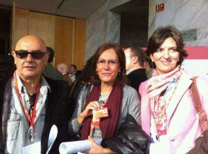 En un momento de pausa en la Conferencia acompañado de Isabel y Rosario