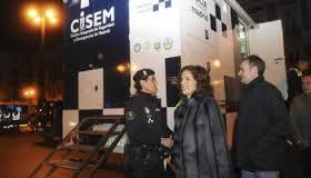 Ana Botella, ataviada con sus pieles en el centro de operaciones sobre la huelga
