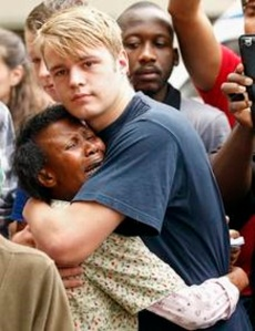 Dos generaciones, dos colores, -¡qué importan!- unidos por el dolor ante la pérdida de Mandela