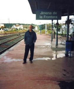 Esperando en la estación de mi pueblo, Jimena, tomar otro tren