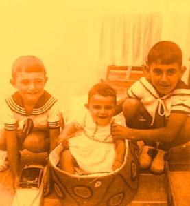 Con mis dos hermanos que proseguimos el viaje