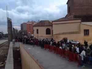 Cola en la Nochebuena del 2013 en Málaga para retirar una cena repartida por una ONG