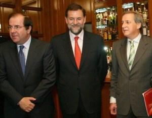 El exconvixto Méndez junto a Rajoy yJuan Vicente Herrera, presidente de la CCAA de Castilla León