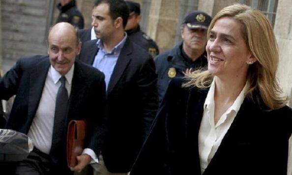 Detras. a la llegada de la Infanta, su abogado Roca de CIU, uno de los padres de la Constitución