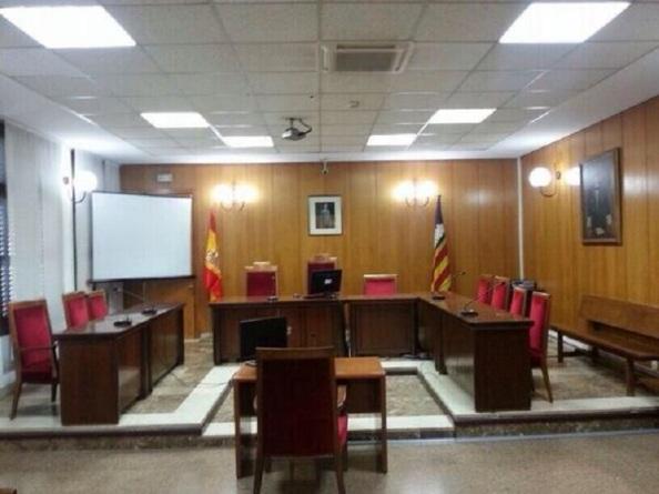 La sala en que se va a llegar a cabo el interrogatorio.