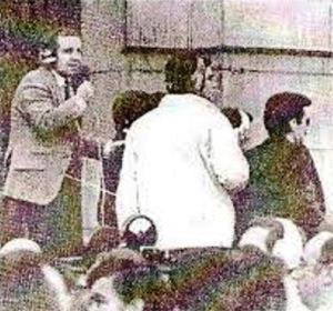 El comentarista deportivo, José María García, retransmitiendo esta vez el golpe de Estado.
