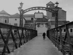 Puente de Santo Domingo sobre el cauce urbano del río Guadalmedina