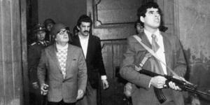Salvador Allende en el Palacio de la Moneda, momentos antes de morir ante el golpe de Espado de Pinochet