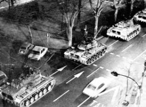 Tanques por las calles de Valencia