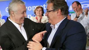 Arenas dejó con su dedo señalando a Zoido, alcalde de Sevilla, como interino