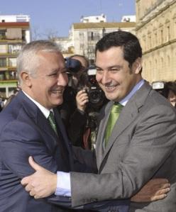 Javier Arenas y Juan Manuel Moreno Bonilla, vencedores.