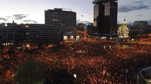 La manifestación comenzaba a llegar a su punto final, La plaza de Colón.
