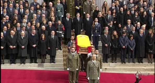 Sepelio de Adolfo Suárez portado por otro ejército y ante otra España que tanto contribuyó a transformar.