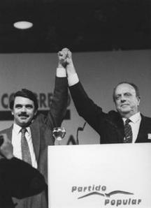 Fraga dejando su herencia partidaria en manos de Aznar