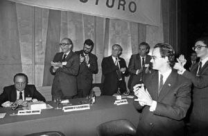 IX Congreso del PP en 1987 donde Hernández Mancha le gana la partida a Herrero de Miñón.