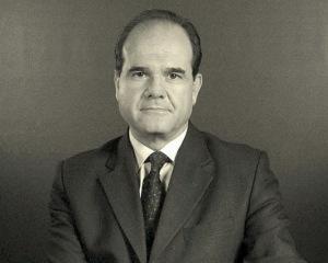 """Manuel Chaves, en enero de 1996 disuelve por adelantada la legislatura, que se llamó """"de la pinza"""" y obtuvo un magnífico resultado en tanto IU se hundió."""