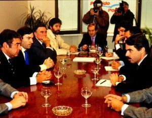 Aznar con Arenas se reunían con influyentes periodistas con un objetivo único: hay que echar a los socialistas de los gobiernos de España y Andalucia, y que acaben en la cárcel. Es lo que llegó a llamarse