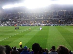 Respetuoso silencio de los 28.000 espectadores de la Rosaleda en recuerdo de Adolfo Suárez