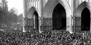 Marzo 1976. Asesinato-por-la-policc3ada-que-dirigc3ada-manuel-fraga-de-cinco-trabajadores-encerrados-en-la-catedral-de-vitoria
