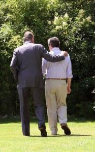 """Suárez ya afectado por el Alzheimer cuando en julio 2008 lo visitó el Rey para entregarle el Collar de la Orden del Toisón de Oro, ¿""""Quien eres""""?, le preguntó."""